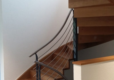 Escaliers en bois avec rampe en métal