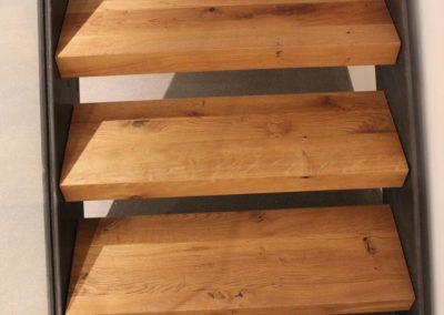 Marches d'escaliers en bois massif brossé