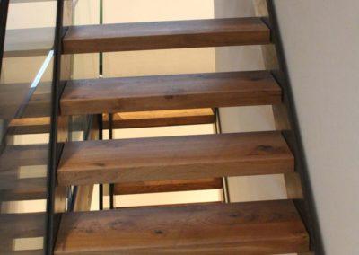 Escalier avec marche en bois massif brossé